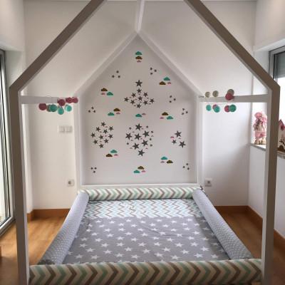 Exemplo de cama montessori, modelo Casa, da Gusca