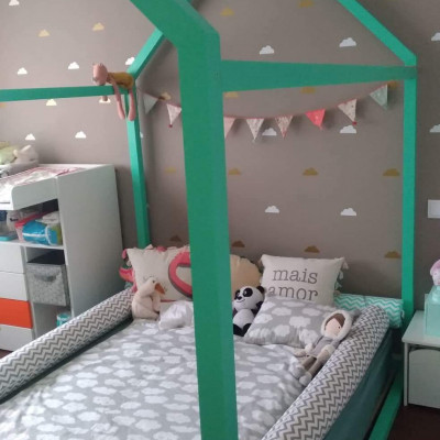 Os quartos montessorianos com camas Casa são incríveis para menino e menina